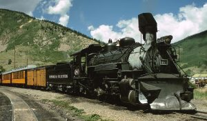 a picture of a steam powered locomotive